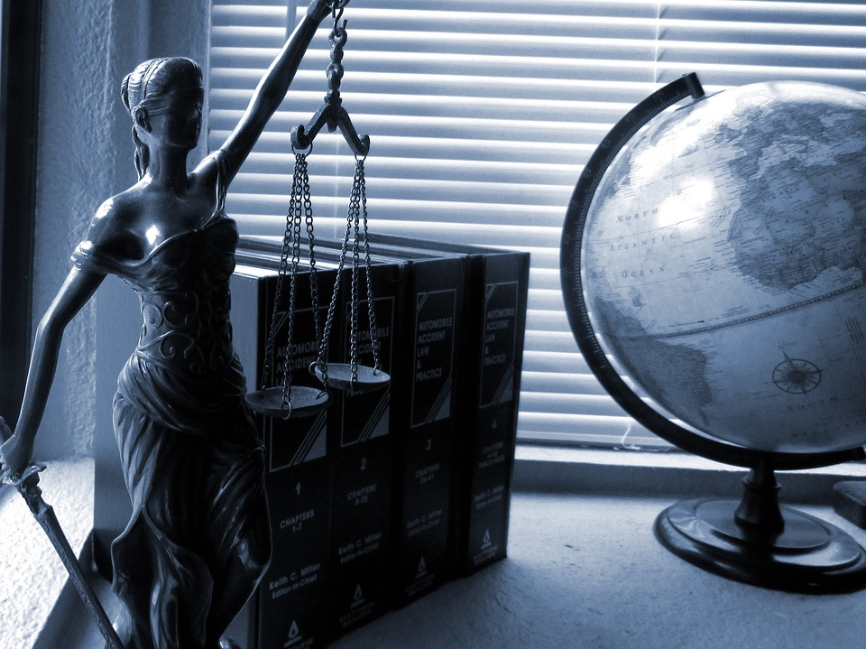 lady-justice-2388500_960_720